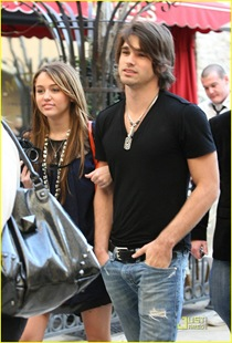 miley-cyrus-justin-gaston-taking-pictures-07