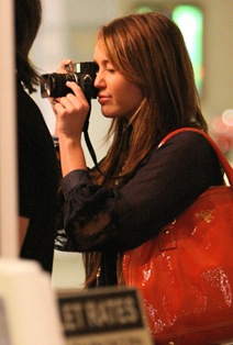 miley-cyrus-justin-gaston-taking-pictures-19