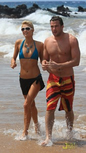 paris-hilton-doug-reinhardt-beach-04