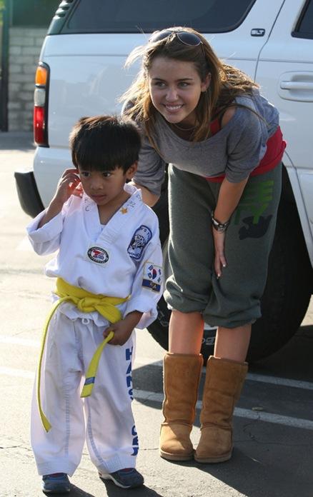 Justin Gaston fue a recoger a Miley de sus clases de pilates