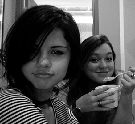 Jennifer Stone y Selena Gomez