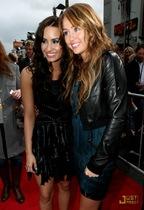 Miley y Demi Lovato