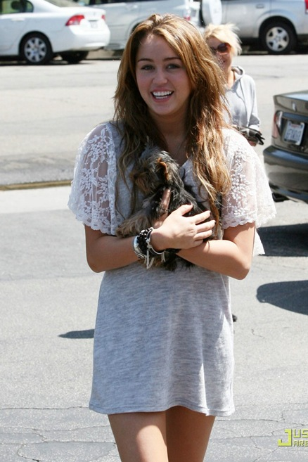 miley-cyrus-new-puppy-02