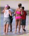 Rihanna en bikini rosa 3