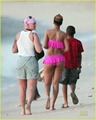 Rihanna en bikini rosa 5