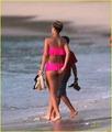 Rihanna en bikini rosa