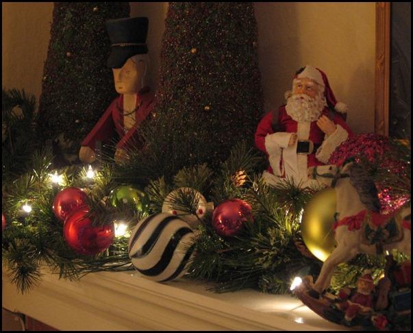 Christmas mantle 2008 008 (800x600)