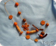 Sautoir Orangé perles textiles et clay gun - Fév 2010