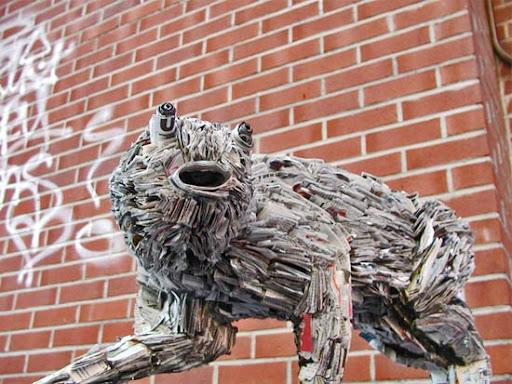 http://lh3.ggpht.com/_bKN77pn74dA/TEuaEo7lJBI/AAAAAAAAED8/ldt3kTCZgw0/weird-sculpture-newspaper.jpg