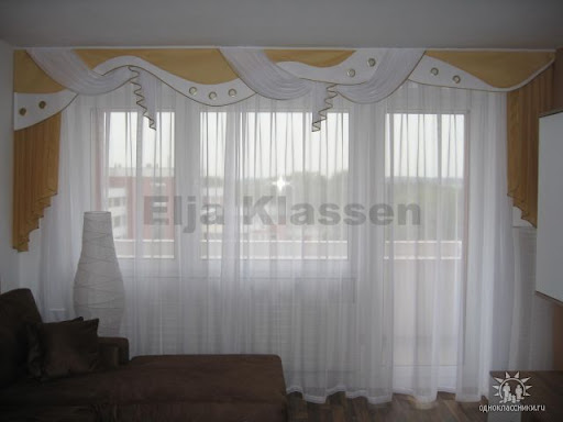 стоить примерно такая на 2 окна без шторы только тюль и ламбрекен.