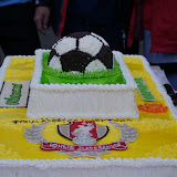 Счастье футболиста-сладкоежки!