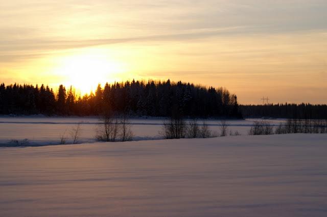 Auringonnousu talvimaisemassa