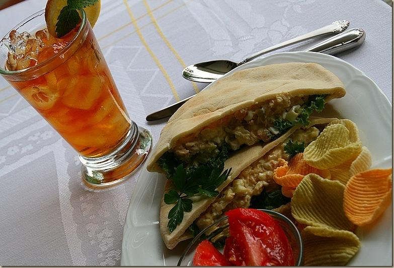 lunchonporch10A