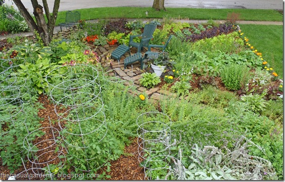 How to build a sustainable ornamental edible vegetable garden design in your front lawn shawna - Front yard vegetable garden ideas ...