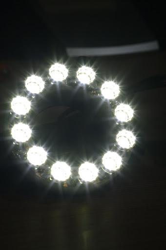 我的新玩具 LED環型燈 很閃喔