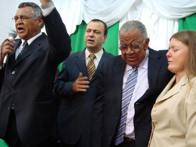 Manoel Rodrigues, ora por Pr. João Rodrigues e Irmão Maria, juntamente com Pr. Gerson Filitto