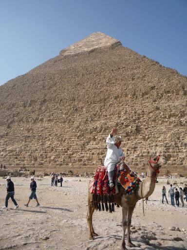 金字塔與騎駱駝的人