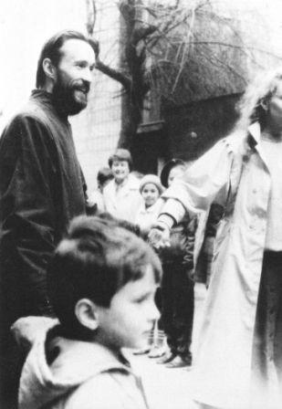 f.Bogdan is among children, our dearest treasure. О.Богдан між дітьми, нашим найдорожчим скарбом.