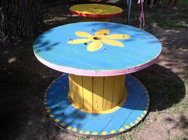 Také stoly budú na diskotéke v piatok
