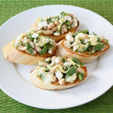 Spinach Artichoke White Bean Crostini