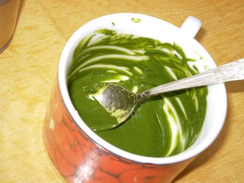 Pienas su žaliosios arbatos milteliais