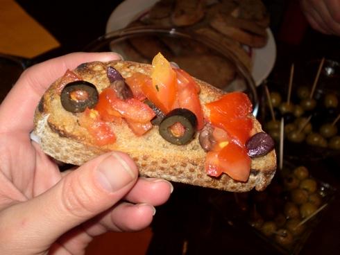Bruschetta su šviežiais pomidorais