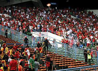 Kekecohan berlaku semasa perlawanan suku akhir Piala Malaysia antara Selangor dan Kelantan di Stadium Shah Alam pada 12 Oktober 2010