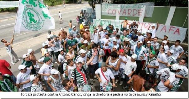 torcida palmeirense protesta