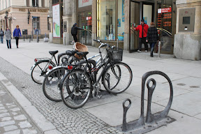 Стандартная велопарковка во Вроцлаве