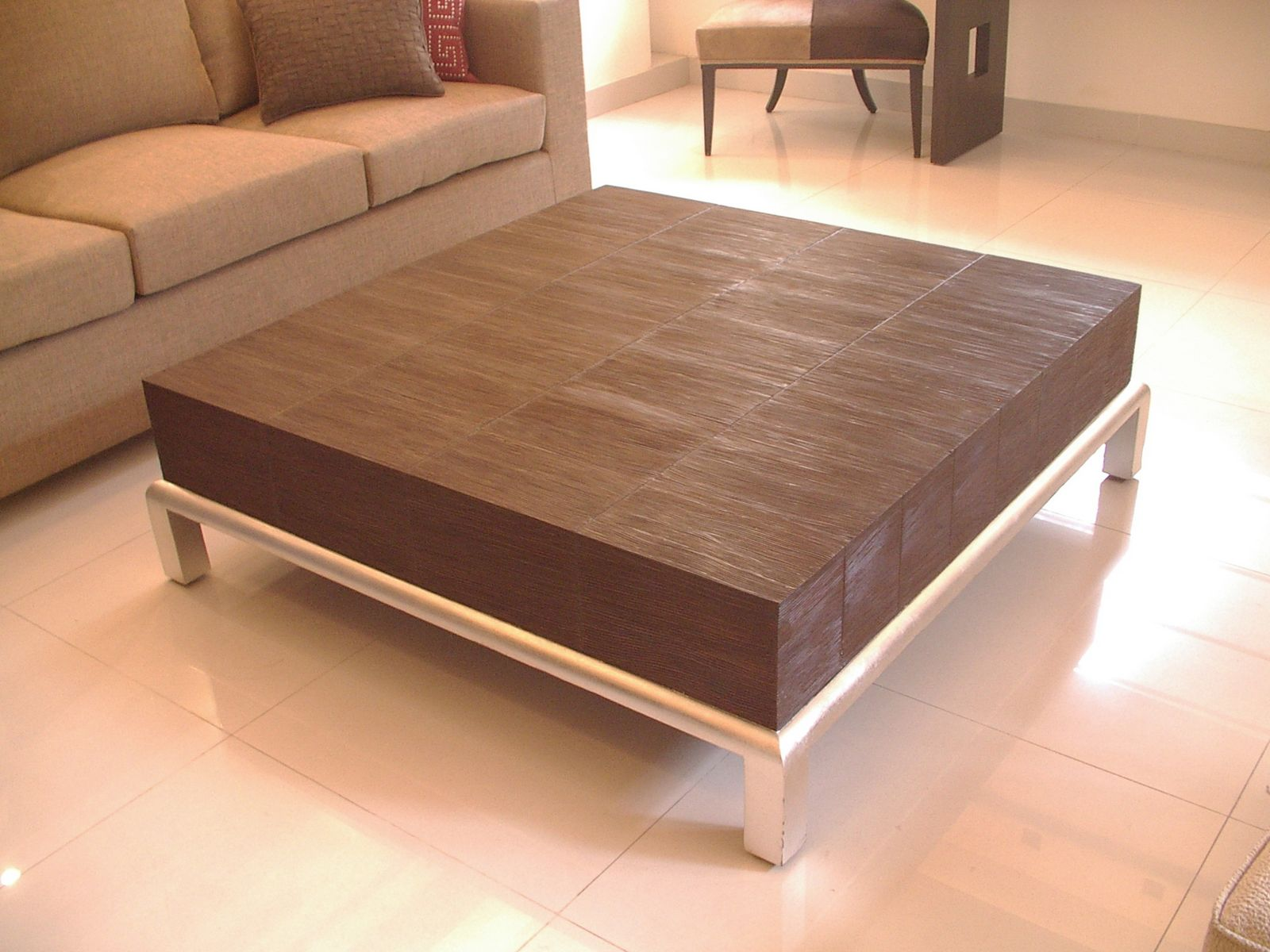 A Coffee Table That Works Wonders ~ Designer Furniture Devotee -> Table Avec Pouf