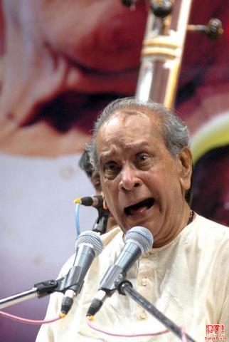 ಸ್ವರಾಧಿರಾಜ ಪಂಡಿತ ಭೀಮಸೇನ ಜೋಶಿ.