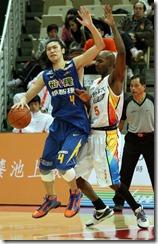 裕隆曾文鼎(左)台灣大馬可士(右)
