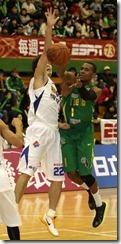 裕隆呂政儒(左)台啤瓊斯(右)