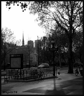 Paris en couleurs , Paris en noir et blanc ! 58.M%C3%A9tro