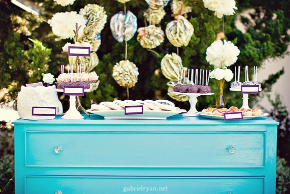 [baby-shower-inspiration-guestbook-table[5].jpg]