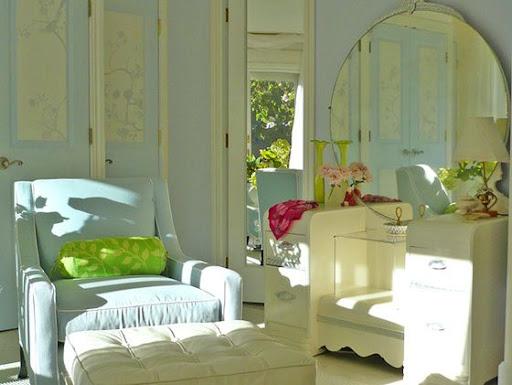 http://lh3.ggpht.com/_cwUPxwTrv08/Si1UTEchUPI/AAAAAAAAA0c/bqkGablc14Q/domino-magazine-catherine-bedroom-chair-560.jpg
