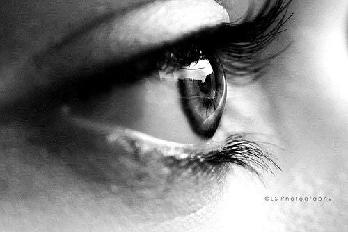 bw-woman-eye