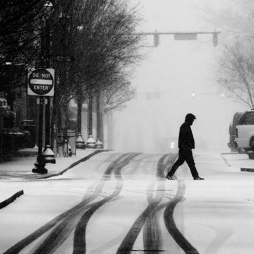 bw-snowfall-road