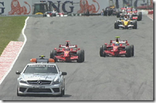 Safety Car in pista durante il gran premio di Spagna 2008