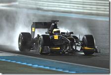 Il test della Pirelli sulla pista bagnata di Abu Dhabi