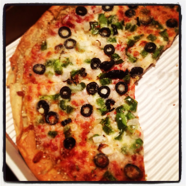 Large GF with green pepper, onion, blk olive