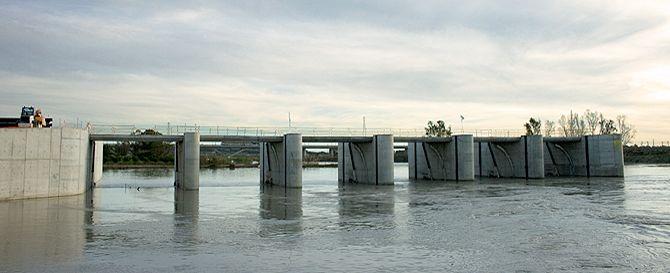 Nuevo azud móvil del río Guadalete. Vista general