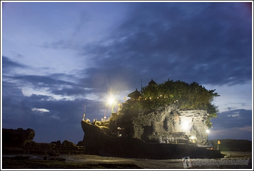 tanah lot at night pic