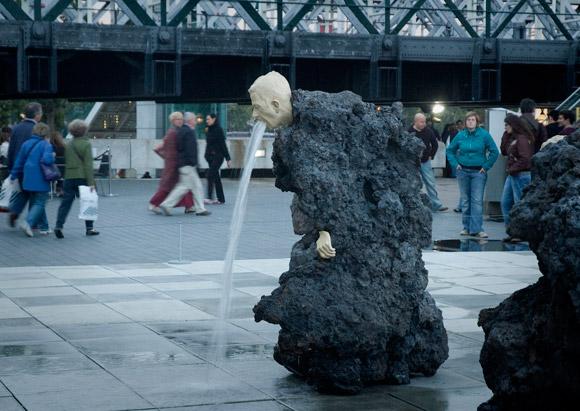 Čudne statue širom sveta - Page 4 12-odd-and-bizarre-fountains-vomiting-fountain