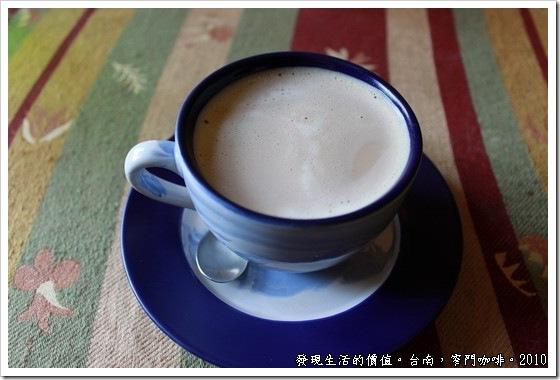 窄門咖啡的熱拿鐵