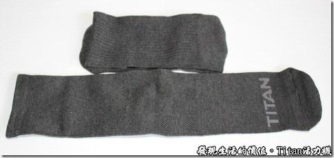 Titan職場活力襪:攤開後才發現襪子的長度大概有35公分長,而一般的上班襪大概只有30公分長。