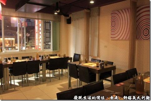 斜塔義大利麵海安路旗艦店的二樓用餐環境。