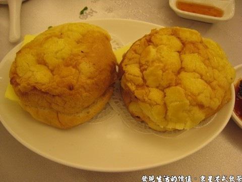 京星港式飲茶,冰火菠蘿油,NTD65x2,這是我第一次看到這麼小巧的菠蘿麵包,中間好像還挾著一片奶油。