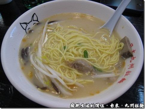 台東九州拉麵,小兒子喜歡吃豚骨拉麵,但是不可以加調味料在裡面,否則他可是會拒吃的,這碗豚骨拉麵NTD70。