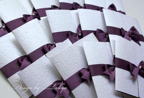 Свадебное приглашение с фиолетовой лентой
